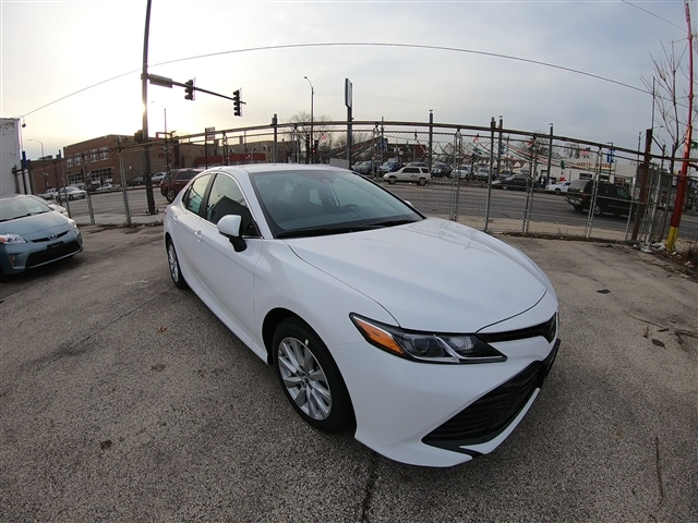 New 2019 Toyota Camry Le Le 4dr Sedan In Chicago 190124 Midtown