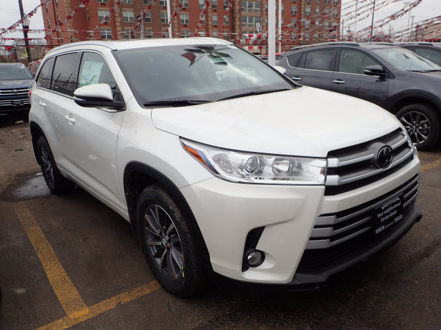 new 2018 toyota highlander xle awd xle 4dr suv in chicago. Black Bedroom Furniture Sets. Home Design Ideas